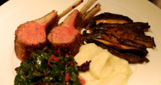 A plate of Whole30 roasted rack of lamb with a side of mashed cauliflower puree.