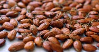Roasted Rosemary Almonds by Michelle Tam / Nom Nom Paleo
