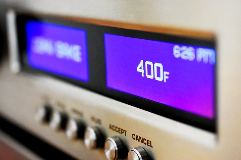 A closeup shot of a wall oven display that shows 400 F as the temperature.